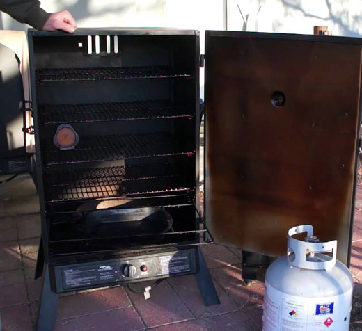 Cleaning a Masterbuild Smoker