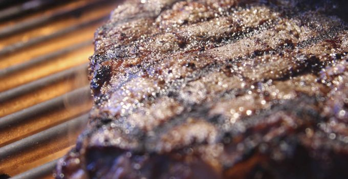 Tips on How to Grill a Steak Using a Gas Grill